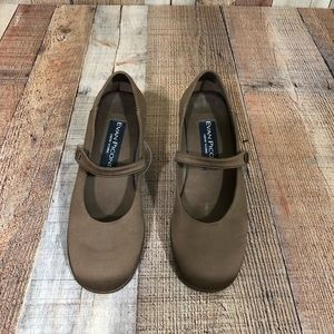Evan Picone Mary Jane with Rounded Toe Side Snap